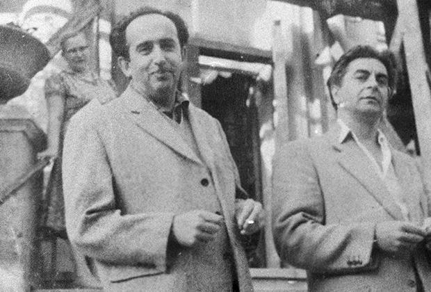 Александр Галич и Юрий Любимов (справа)