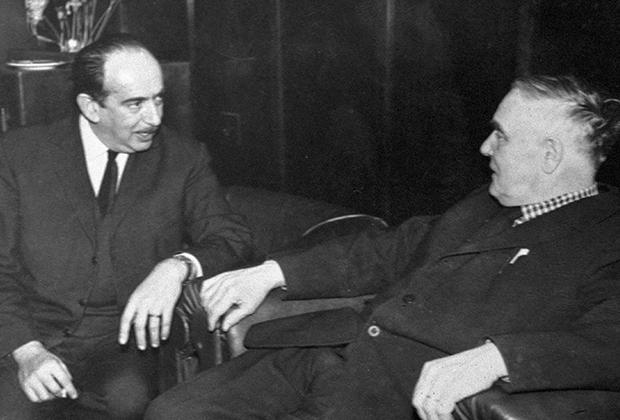 Александр Галич и Петр Капица (справа)