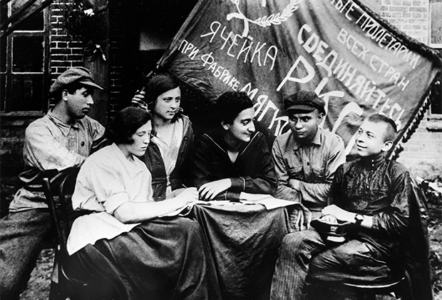 Заседание ячейки Российского коммунистического союза молодежи