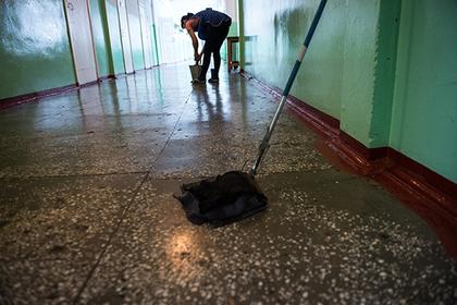 Российская уборщица стала поставщиком наркотиков для казаков-кадетов