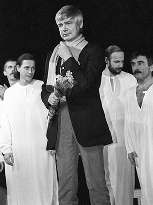 Автор трагедии Венедикт Ерофеев после спектакля,1989 г.