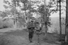 Английский часовой проверяет документы у русского подростка. Север России, 1919 г.