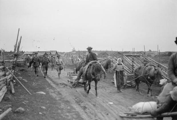 Обоз с провиантом англичан движется в сторону карельской деревни Святнаволок, 1919 г.