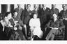 Британские офицеры Карельского легиона с супругами и русские представители местного самоуправления.