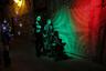 """Впрочем, вооруженный конфликт не мог совсем не оставить следа на обычной жизни. К примеру, теперь в одном из дамаскских кафе можно <a href=""""https://lenta.ru/news/2018/10/16/s300_spaghetti/"""" target=""""_blank"""">отведать</a> блюда, названные в честь разных видов вооружения сирийской армии. В меню есть спагетти «С-300», острый хот-дог «Калашников», хрустящая куриная закуска «РПГ» и фетучини «Томагавк». Милитари-меню пользуется большим спросом."""