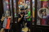 Теперь же поток посетителей не прекращается в парикмахерских, а кафе выставляют столики из помещений на мощеные улочки. Молодежь собирается на улицах и играет на музыкальных инструментах.