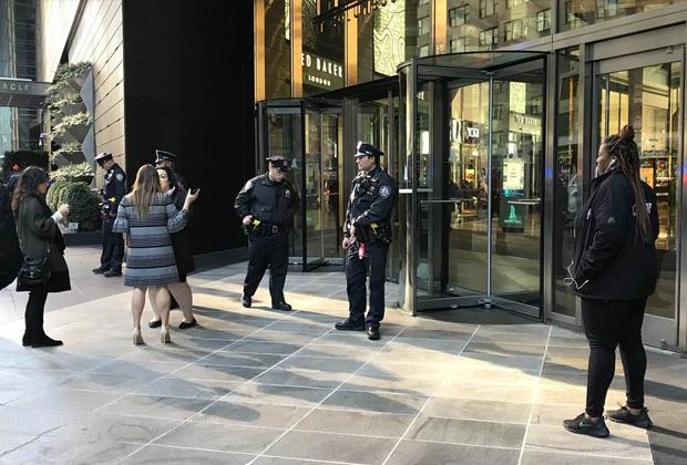 Полиция возле здания Time Warner в Нью-Йорке