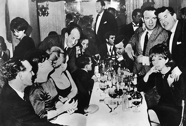 Банда Ричардсонов в сборе: Чарли Ричардсон (второй справа), Эдди Ричардсон (третий справа) и приближенные в 1967 году.