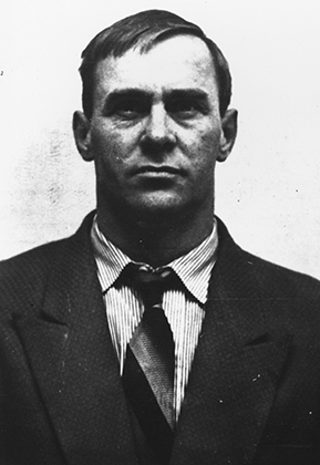 Тот самый Джордж Корнелл, который был убит Ронни Крэем в пабе «Слепой попрошайка»