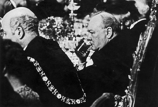 30 июня 1934 года. Уинстон Черчилль и достопочтенный лорд-мэр Лондона на ланче
