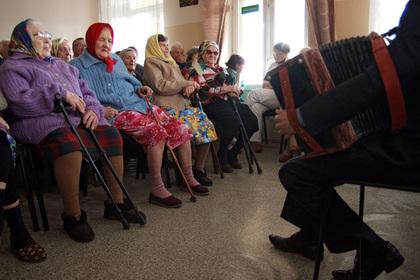 «Команда Путина» устроила праздник для бабушек и дедушек