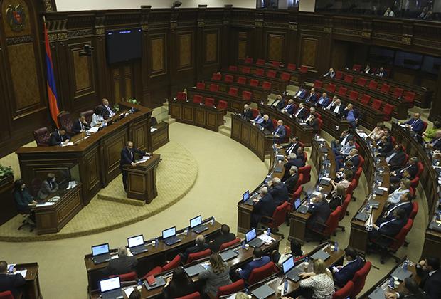 Выступление Никола Пашиняна в парламенте Армении