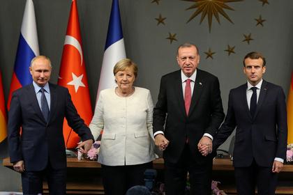 Меркель раскритиковали за «излишнее дружелюбие» к Путину