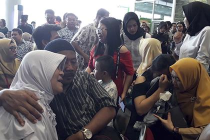 Все находившиеся на борту упавшего в Индонезии самолета погибли
