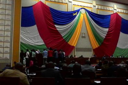 Депутат открыл стрельбу в парламенте
