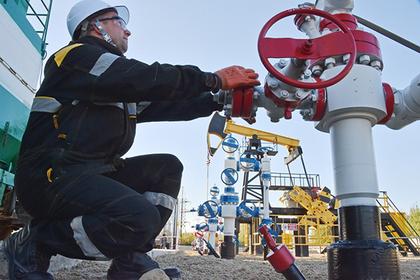 Медведев пригрозил нефтяникам жесткими мерами зарост цен набензин
