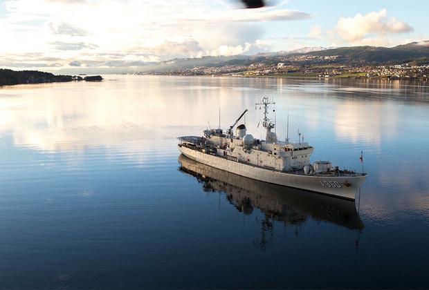 Корабль материально-технического обеспечения Морского компонента Бельгии Godetia (A960), переносящий группу нидерландских водолазов, принимает участие в поиске взрывчатых веществ под водой.