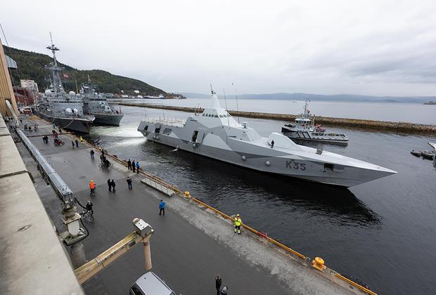 Малозаметный корвет Военно-морских сил Швеции HMS Karlstad (K35) зашел в гавань Тронхейма (третий по населению город Норвегии) перед участием в мероприятиях Trident Juncture 2018.