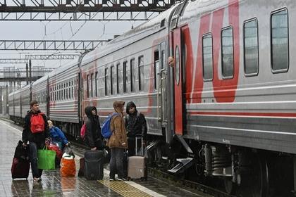 В затопленный Сочи отправили первые поезда с едой и топливом