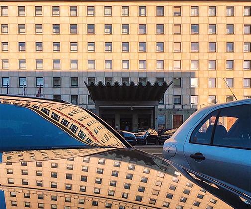 Поляк Мариуш Маевски, работающий экономистом, снимает только архитектуру вне зависимости от сезона. «Я очень люблю мой родной город Варшаву и каждый день стараюсь найти в нем новые места», — признался он.