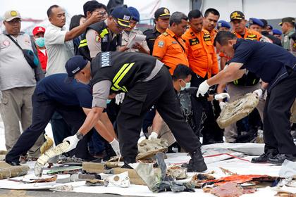 Обнаружен фюзеляж разбившегося в Индонезии самолета