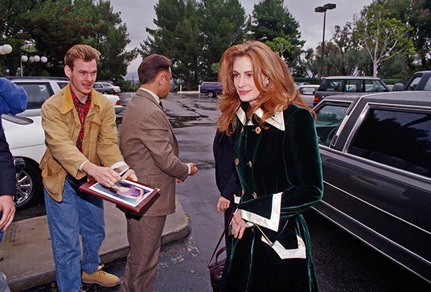 Джулия Робертс раздает автографы, январь 1993 года