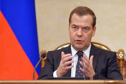 Медведев поставил нефтяникам ультиматум из-за цен на бензин