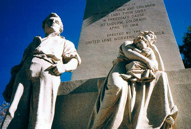 Мемориал на месте расстрела рабочих в Ладлоу