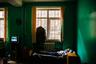 Член Союза фотохудожников России и многократная победительница международных фотоконкурсов Алена Кочеткова в своем творчестве часто обращает внимание на проблемы социального характера. В конкурсе «Тишина» автор запечатлела жизнь бездомного, который попал в центр временного проживания.