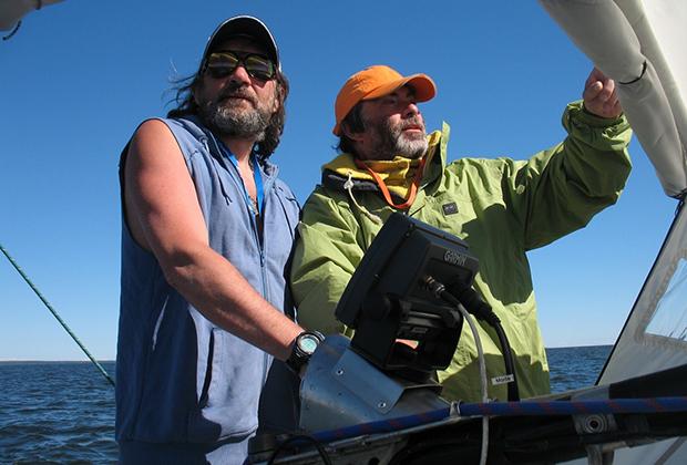 «Попандопула» в Татарском проливе. Автор (слева) и капитан Беликов
