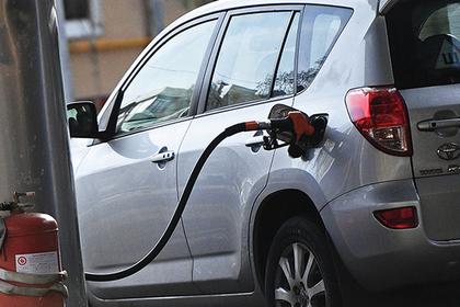 Власти решили раскошелить нефтяников из-за цен на бензин