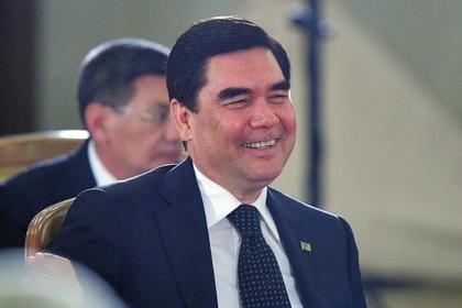 Пассажиров сняли с рейса из-за президента Турменистана
