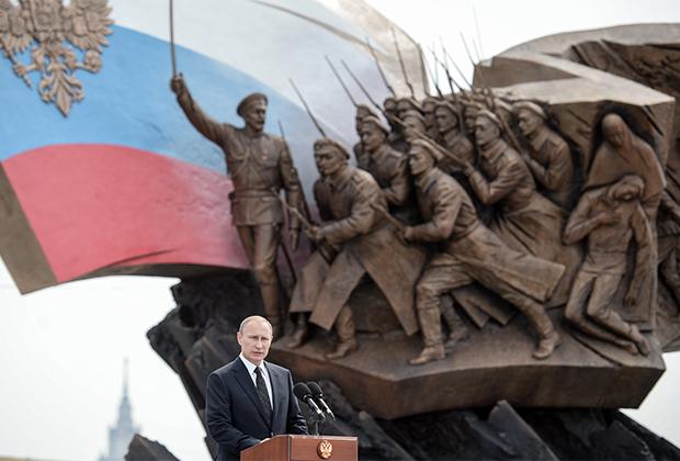 Президент России В. Путин на церемонии открытия памятника героям Первой мировой войны на Поклонной горе. Москва, 1 августа 2014 года
