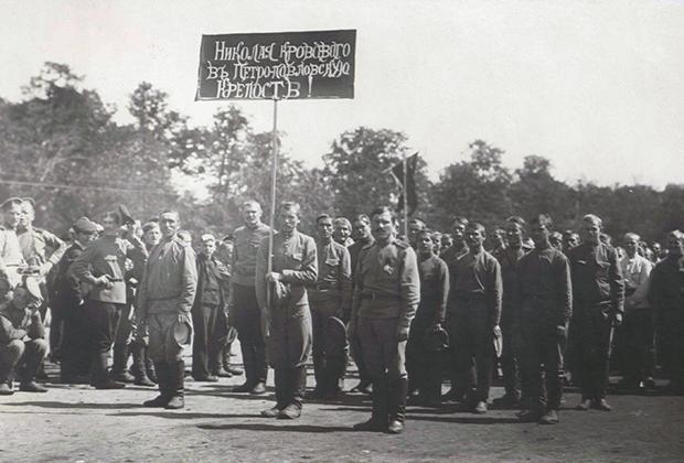 Солдатская демонстрация в Петрограде. Лето 1917 года
