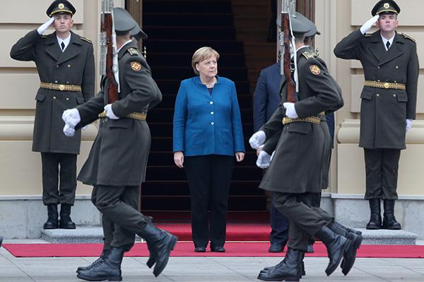 Ангела Меркель (в центре)