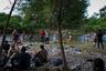 «Добраться до Соединенных Штатов — моя заветная мечта, — поделилась одна из мигранток с местными СМИ. — Мы хотим дать нашим детям лучшее будущее, а здесь [в Гондурасе] мы даже работать не можем». Бегство в США — не новое явление для Латинской Америки, но до этого не имевшее таких масштабов: группы мигрантов еще никогда не превращались в такой огромный караван беженцев.