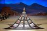 Некоторые костюмы из коллекции дизайнера Сюн-Ин (Xiong Ying) — настоящие произведения искусства. Например, мантия одной из моделей на шоу Heaven Gaia напомнила зрителям стену в музее китайской живописи.
