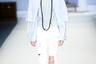 Крупные круглые очки в Пекине оказались одной из самых популярных тенденций. Показ модельера Фэн Сансан (Feng Sansan) под названием «Белоснежка».
