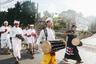 Балийцы живут общинами (деревнями), и для каждого балийца много значит мнение общины. Где бы балиец ни жил и ни работал, он должен взять выходной и приехать на религиозный праздник в общину, а праздников в балийском индуизме много.