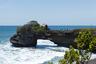 Район Храма Танах Лот, который является одним из самых посещаемых мест на острове Бали. Сам храм примечателен он тем, что находится на скале в море, и подойти к нему можно только во время отлива.