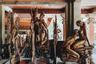 Город Убуд знаменит своими мастерскими. Для резьбы недорогих поделок используются гибискус, франджипани и крокодиловое дерево. На более ценные изделия идут тик, махагони и эбеновое дерево с Борнео, самый дорогой материал для резьбы — сандаловое дерево,