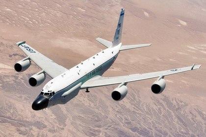 Американский военный самолет провел разведку у границ России