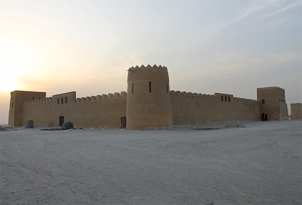 В отличие от ОАЭ, на территории Бахрейна существовали мощные и развитые королевства, торговавшие с Ближним Востоком. Но по-настоящему древних построек на острове нет. Одно из старейших — крепость Риффа, построенная в 1812 году и отреставрированная в 1993-м.