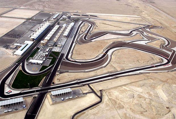 Трасса для гонок самого высокого уровня была построена в пустыне Сахир, которая и дала автодрому название, в 2003 году, а уже в 2004-м приняла первый в истории Гран-при Бахрейна. Как видно, строили ее среди чистого песчаного поля.