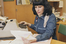 Печатные машинки дома держали в основном «работники умственного труда», как их назвал завхоз из «Служебного романа». Для детей что-нибудь напечатать на «Москве» или «Эрике» — настоящее счастье. Сейчас старую пишущую машинку в интернете можно купить за пару сотен рублей. Но наиболее ценные экземпляры вроде Underwood могут стоить несколько сотен тысяч рублей.