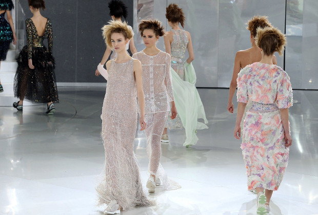 Показ Chanel сезона весна-лето 2014