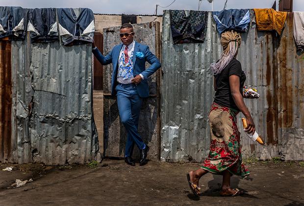 Африканский модник. В Конго родилось модное течение, именуемое Sape, а его последователи называются сейперами. Днем сейперы — обычные люди, работающие таксистами, портными, садовниками, а ночью — изысканные денди. Движение зародилось в Конго и шагнуло далеко за пределы континента, к примеру, в страны Европы, где присутствуют выходцы из Конго.