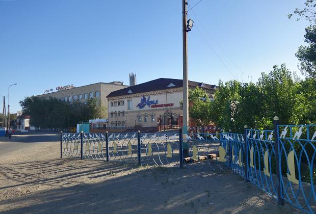 Гостиница «Арал» в советские годы была единственной, но сейчас она закрыта новыми владельцами на реконструкцию.