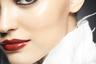 Работая над новой линией декоративной косметики, международный директор по макияжу Chanel Лючия Пика воображала себе клиентку, «макияж для которой — разновидность аксессуара, придающий образу глубину и драматичность». Чтобы достичь этой цели, Пика выбрала теплые контрастные оттенки и металлические текстуры.