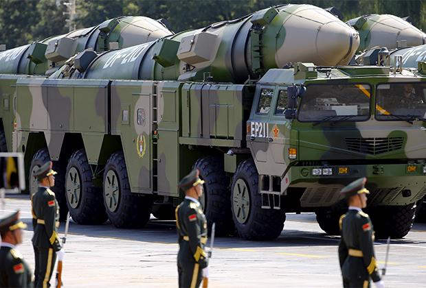 Ракеты DF-21D на площади Тяньаньмэнь (Пекин)